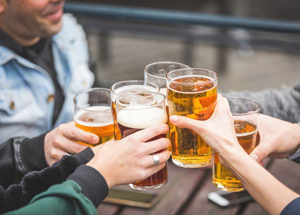 Hạn chế việc uống rượu bia, chất kích thích khi bị zona thần kinh