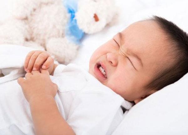 Tại sao trẻ lại bị tiêu chảy khi uống kháng sinh