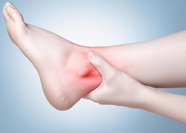 Thoái hóa khớp cổ chân ngày càng phổ biến hiện nay