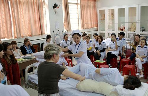 Đức tuyển dụng Điều dưỡng viên Việt Nam làm việc với thu nhập cao